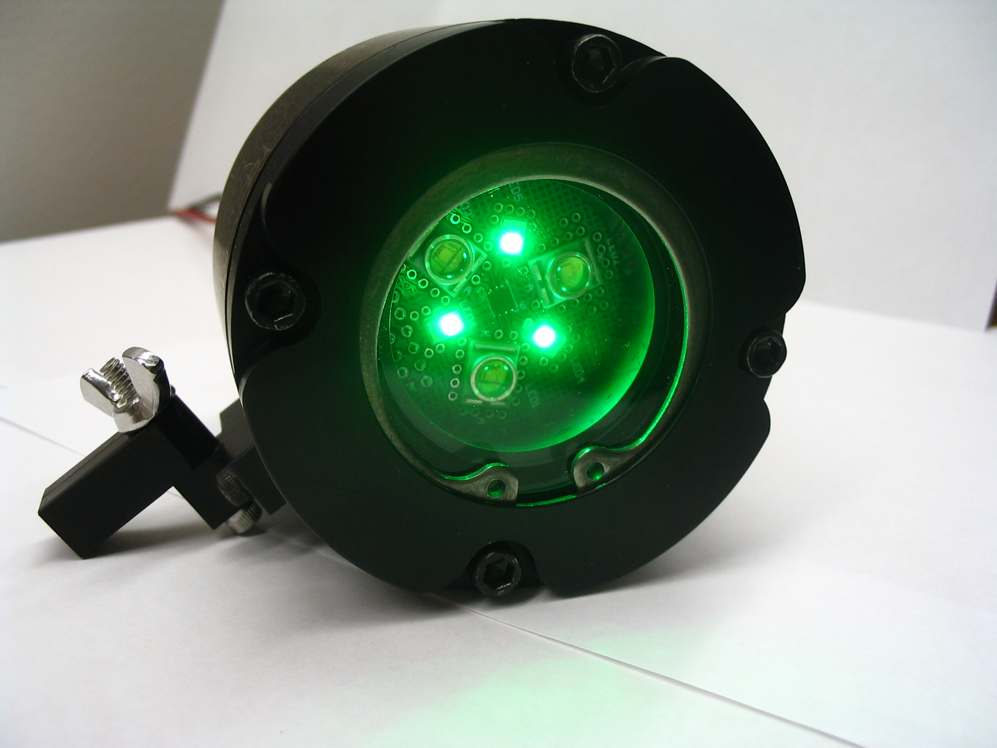Anodized light unit with green LEDs on very low intensity
