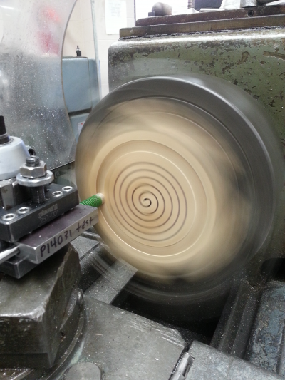 The lathe was set to 179 RPM and run for 76 minutes (every 5 minutes the direction was changed between CW and CCW